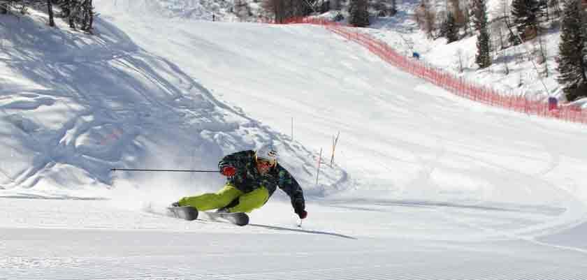 italy_pila_skier2.jpg
